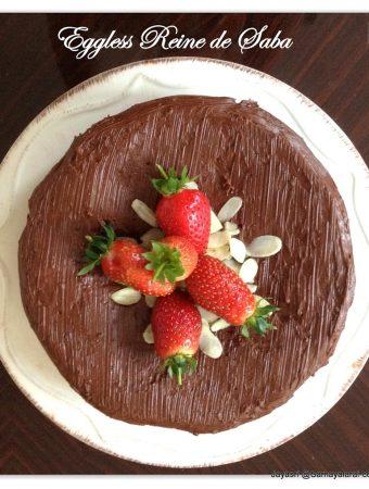 Eggless Rene de saba avec Glacage au Chocolat