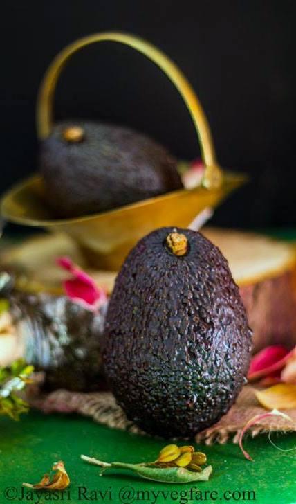 Vegan Avocado-Mango Smoothie