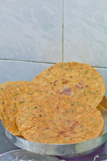 Kaarad Rotti (Rice flour Indian Flat bread)